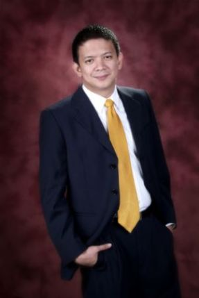 chiz official photo  in suit 1