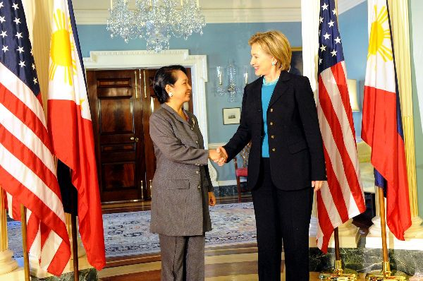 Hillary_Clinton_with_Gloria_Macapagal-Arroyo_2-6-09